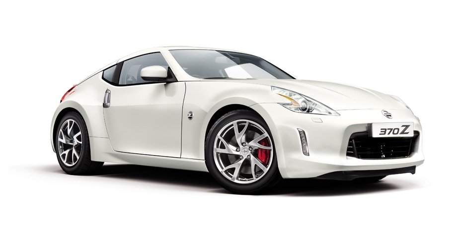 weißer Nissan 370z Vorder-/Seitenansicht