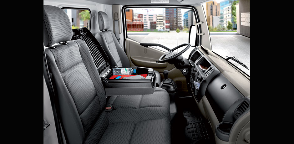Nissan NT-400 Cabstar interni