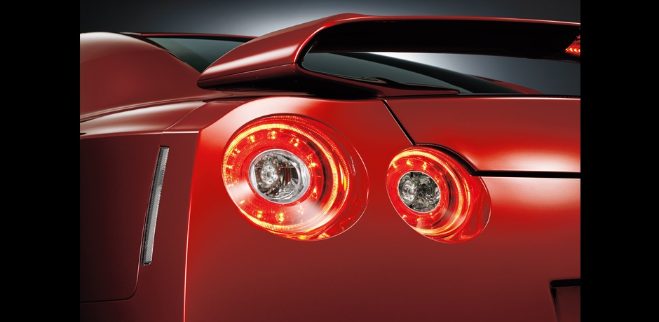new Nissan GT-R rear lights
