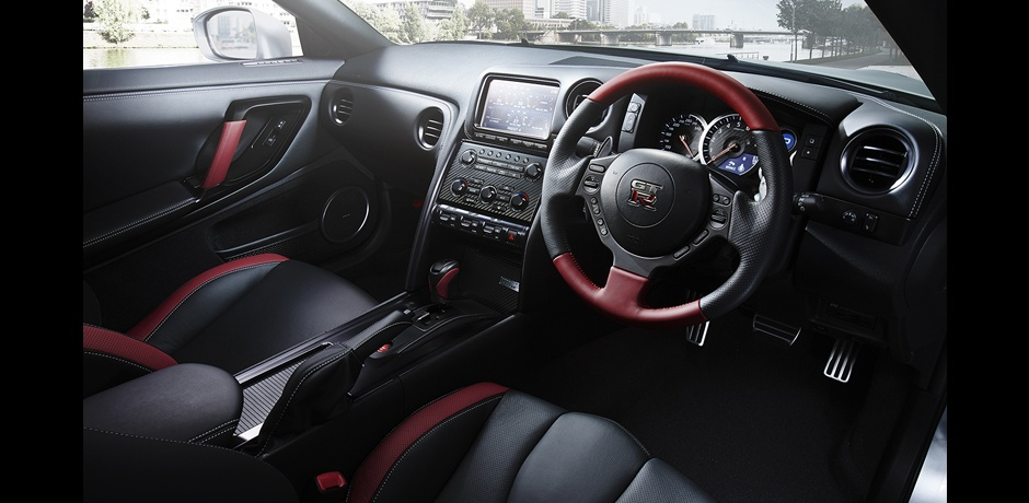 new Nissan GT-R steering wheel